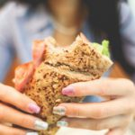 生理前に食欲が止まらないのはナゼ?食欲を抑える3つの方法